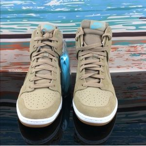 Nike Shoes - Nike Sky High Dunk Essential